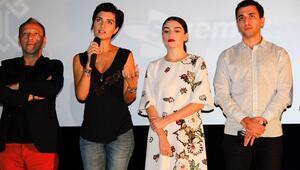 Dar Elbise'nin oyuncuları Adana'da