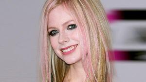 Dünya buna inanıyor: Avril Lavigne aslında 2003 yılında öldü