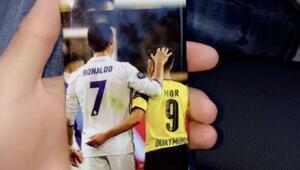 Emre Mor Ronaldoyu telefonuna kılıf yaptırdı