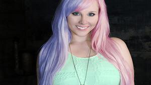 Sezona damgasını vuran renkli saç modasına katılın