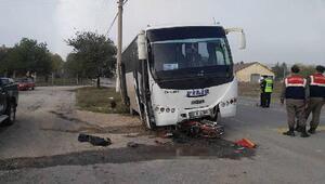 Midibüsün çarptığı motosikletli öldü