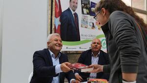 Vali Özdemir ve Belediye Başkanı Gürkan kitap fuarını gezdi