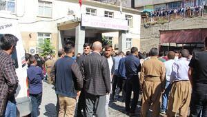 PKK, Şemdinlide bombalı araçla saldırdı: 10 şehit, 8 sivil yaşamını yitirdi (7) - Yeniden