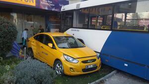 Ankarada belediye otobüsü 4 araca çarptı