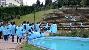 KTÜ'lü öğrencilerden Ankara Garı kurbanlarına farklı anma
