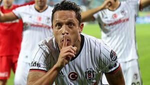 Adriano ile absürt cevaplar: Tembelliğimden şikayet edebilirler...