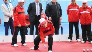 Bocce turnuvasında huzurevleri yarışıyor