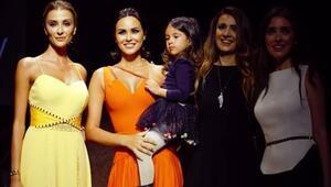 Zeynep Demirel ilk defa ASLIALEV podyumunda yer aldı