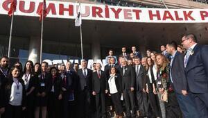 Kılıçdaroğlu, Seyhan Belediyesi standını gezdi