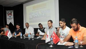 Futbolcu ve yöneticiler öğrencilerle buluştu