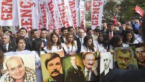 Kılıçdaroğlu, Ankara Garı önüne karanfil bıraktı