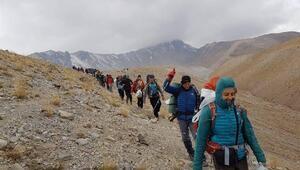 Dağcılar Cumhuriyeti Erciyesin zirvesinde kutladı