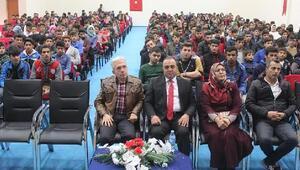 Tarihçi Sofuoğlu, Ağrıda gençlerle