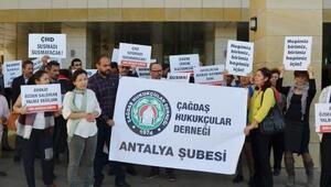 Gözaltındaki avukata destek eylemi