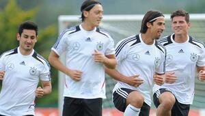 Löwden sürpriz karar İlkay, Gomez ve Mesut Özil...