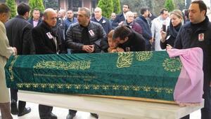 Mehmet Ağarın gelini son yolculuğuna uğurlandı