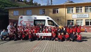 Rizede öğrencilere 'Yaşama Yol Ver' kampanyası anlatıldı