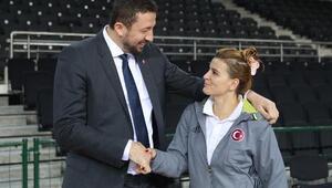 Basketbol Federasyonu Başkanı Türkoğlu, Potanın Perilerini ziyaret etti