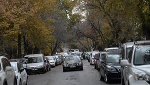 Çift sıra park düğümünü trafik polisi çözer