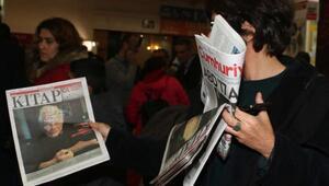 Sanatçılar, tutuklu yazarlara destek için Cumhuriyet Gazetesi imzaladı