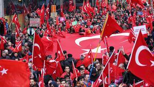 Avrupanın 4 şehrinde terörü protesto ettiler