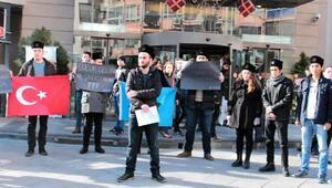 Kara Kalpaklıların çocuk istismarı protestosu