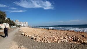 Mersinde sahilin taş ve toprakla doldurulması tepki çekti