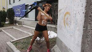 FEMEN Ukraynada vize eylemi yaptı