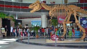 Miniklerin 'Dinozor' aşkı