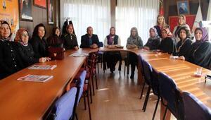 Biga'da, AK Partili kadınlardan 'şiddete hayır' açıklaması