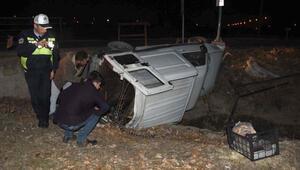 Kanal üzerine devrilen kamyonette 1 kadın yaralandı