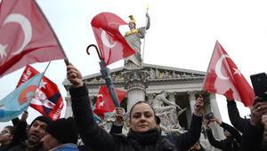 Viyana'da, 'Teröre Lanet, Demokrasiye Davet' mitingi