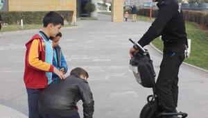 Çocukların scooterlu güvenlik merakı