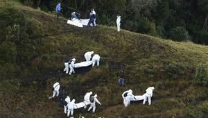 Kolombiyada düşen uçağın enkazından şok görüntüler
