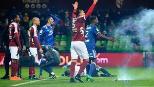 Fransada olay Maç tatil edildi