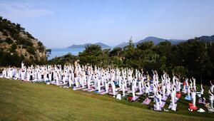 İzmirdeki Uluslararası Yoga Şölenine Çoşkuyla katıl
