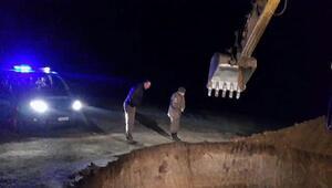 İş makinesiyle yapılan kaçak kazı yapan 9 kişi gözaltına alındı