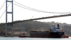 Gemi arızasından İstanbul Boğazında trafik iki saat durdu (2)