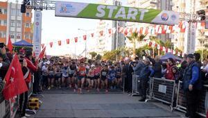 Mersin Maratonu erkek ve kadınlarda Kenyanın