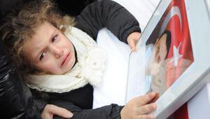 Türkiye polis kızı Duruyla ağladı