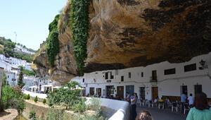 Kayalığın altında bir kasaba: Setenil de las Bodegas