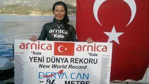 Derya Can dalışta dünya rekorunu egale etti (1)