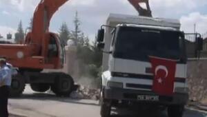 Koza İpek'in malikanesinin duvarı mehter müziği eşliğinde yıkıldı