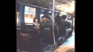 Otobüsün içinde sevgilisini defalarca yumrukladı