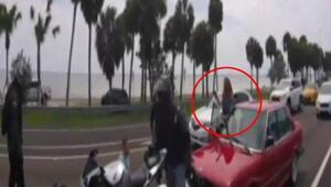Trafikte kavga: Kadın silah çekti