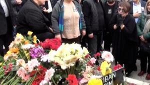 Sezen Aksu, annesi Şehriban Yıldırımı son yolculuğuna uğurladı