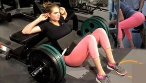 Kate Upton 80 kiloluk halteri beli ile kaldırdı