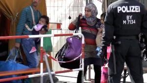 Münihe sadece hafta sonu 15 bine yakın mülteci geldi