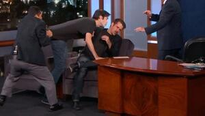 Colin Farrella canlı yayın sırasında hayranından öpücük