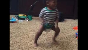 On beş aylık bebeğin dans görüntüleri rekor kırdı
